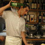 発泡性のごく辛口ワイン-スペインバスク地方の地酒チャコリとは?
